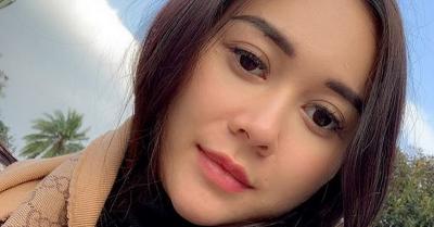 Aura Kasih Perlihatkan Wajah Bayinya, Netizen: Bibir Birip Mamanya