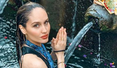 Cinta Laura Mandi di Pura, Netizen: Mirip Angelina Jolie