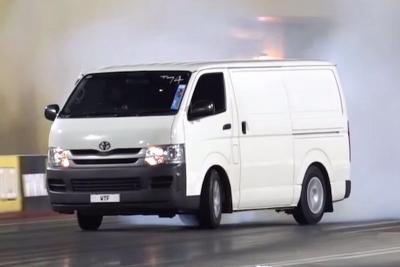Adu Balap Mobil Bodi Bongsor di Lintasan Drag Race