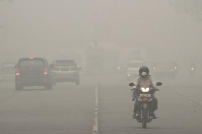Begini Cara Berkendara Aman di Tengah Kabut Asap Akibat Karhutla