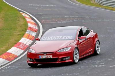 Porsche & Tesla Adu Pamor Kekuatan Mobil Listriknya