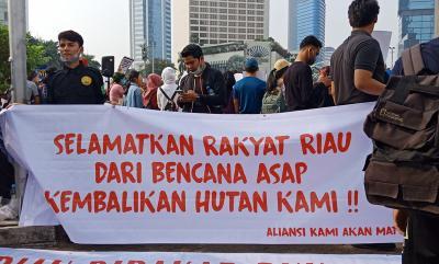 Massa Peduli Asap Gelar Aksi Buat Petisi Tuntaskan soal Asap Riau