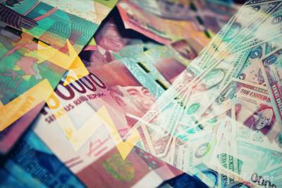 Rupiah Kembali Merosot ke Level Rp14.000 per USD