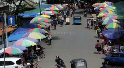 Menteri PUPR Akan Surati Anies soal Wacana PKL Bisa Jualan di Trotoar
