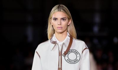 Kendall Jenner Ubah Warna Rambut Jadi Pirang di London Fashion Week, Bikin Pangling?