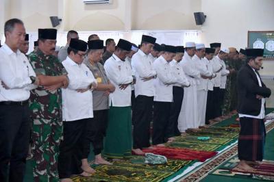 Jokowi Salat Istisqa di Riau Sebelum Tinjau Kebakaran Hutan dan Lahan