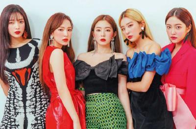 Seksinya Red Velvet Kompak Pakai Mini Dress hingga Busana Monokrom