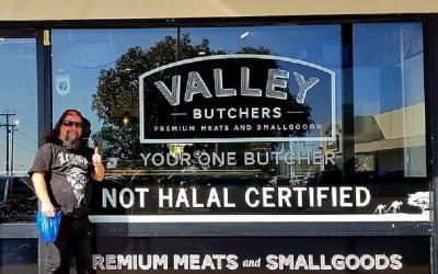 Pasang Tanda Sediakan Daging Tak Halal, Toko Ini Kena Sanksi
