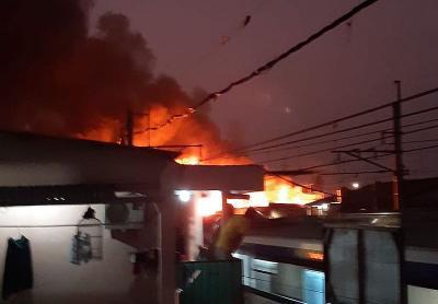 Kebakaran Rumah Terjadi di Kedoya, 24 Mobil Damkar Dikerahkan