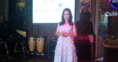 Karaoke Online Jembatani Mimpi Rin Situmorang Jadi Penyanyi