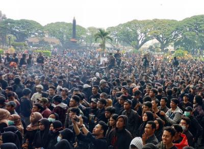 Ribuan Mahasiswa Kepung Gedung DPRD Malang
