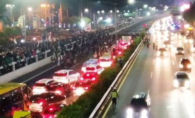 Audiensi Buntu, Mahasiswa Blokade Jalan Tol Depan DPR