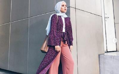 4 Padu Padan Hijab dengan Long Outer yang Bikin Kamu Makin Keren