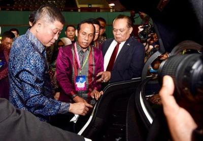 Menteri Jonan: Yang Bisa Dorong Mobil Listrik Polisi dan Menhub