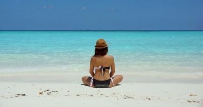Pakai Bikini di Pantai, Wanita Ini Malah Kena Denda