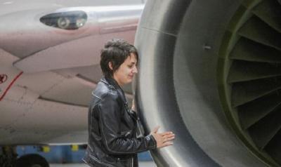 Kisah Perempuan Pacaran dengan Pesawat Terbang Selama 5 Tahun