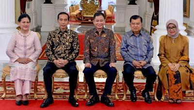 Intip Busana Jokowi-JK saat Perpisahan Menteri di Istana Merdeka, Keren Deh!