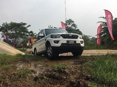 Libas Medan Off Road Bersama Mahindra Scorpio