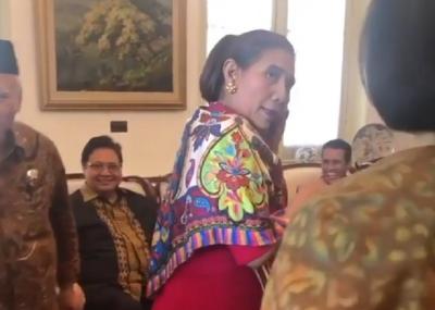 Alasan Menteri Susi Tak Pakai Batik di Hari Terakhir Kerja Bikin para Menteri Ngakak