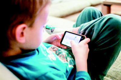 "Pola Asuh Orangtua Kian Lemah, Anak-Anak Jadi ""Budak"" Gadget-nya"
