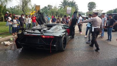 Supercar Lamborghini Terbakar di Kawasan Sentul