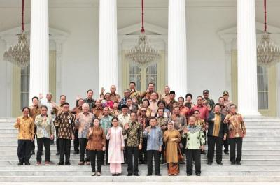 Aksi Lucu Jokowi-JK Berkokok Saat Acara Perpisahan Para Menteri