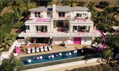 Serba Pink, Rasakan Sensasi Menginap di Rumah Barbie