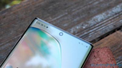 Samsung Bikin Kamera Bawah Layar untuk Ponsel di 2020