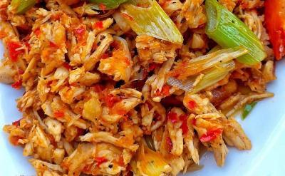 Makan Siang dengan Ayam Suwir Lada Hitam, Dijamin Minta Nambah!
