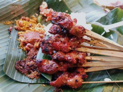 5 Rekomendasi Tempat Makan Sate Babi Paling Enak dan Legendaris di Bali