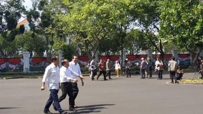 Pratikno, Fadjroel Rachman dan Nico Harjanto Datang Bersamaan ke Istana