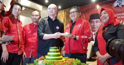 Sekjen PDIP Ajak Relawan Kerja Keras Kawal Pemerintahan Jokowi-Ma'ruf