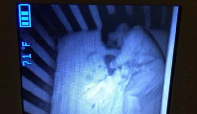Viral Bayi Tertangkap Kamera Tidur dengan Hantu, Begini Faktanya