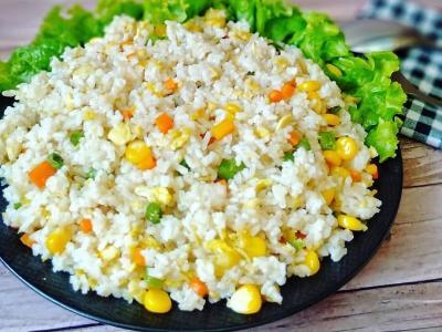 Makan Siang Santap Nasi Goreng Hongkong dan Dada Ayam Bumbu Kacang, Ini Resepnya!