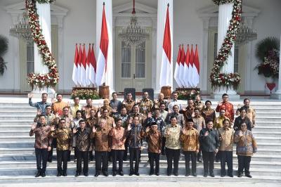 Berbusana Batik, Ini 5 Penampilan Menteri Perempuan Pilihan Jokowi