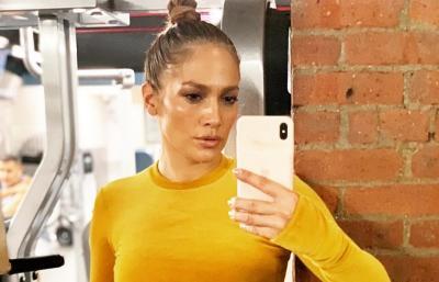 Seksi di Usia 50 Tahun, Penampilan Jennifer Lopez Mandi Keringat Bikin Gagal Fokus
