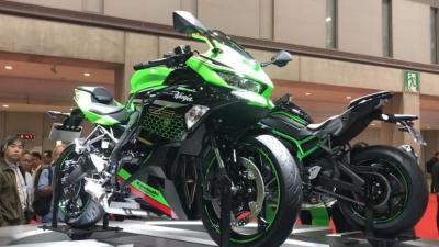 Kawasaki ZX25 R Bermesin 4 Silinder Meluncur di TMS 2019