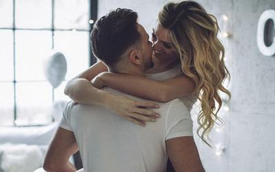 13 Cara Membangkitkan Gairah Wanita, Beri Timun hingga Tonton Film Romantis