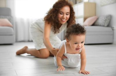 6 Cara Jitu Melatih Bayi Cepat Merangkak