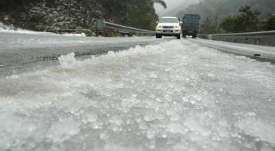 Fenomena Langka, Hujan Es Melanda Parung Panjang