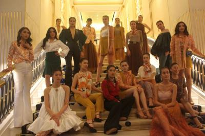 Bahan Transparan, Koleksi Fashion Sosialita Jakarta yang Lagi In