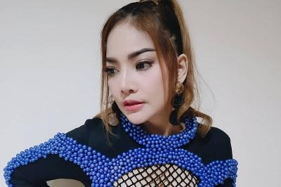 Irma Darmawangsa Ikut Trend Bibir Tebal ala Barbie Kumalasari