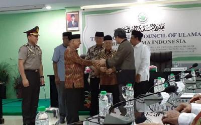 Kiai Ma'ruf Jadi Saksi Pemberian Dana Pembangunan Islamic Center di Palu