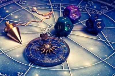 Ramalan Asmara 12 Zodiak, Cuma 2 yang Lagi Beruntung Nih