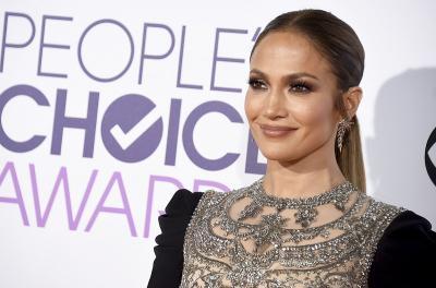 Ikuti Jejak Selena Gomez, Jennifer Lopez Gabung Rumah Mode Coach