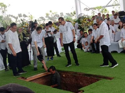 Kisah di Balik Pemakaman Mendiang Ciputra, Topi Kesayangan Ikut Dikubur