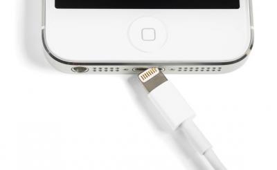 Apple Bakal Hilangkan Port Lightning untuk iPhone 2021?