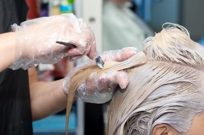 Pakai Bleaching Rambut Murahan, Kulit Kepala Gadis Ini Melepuh