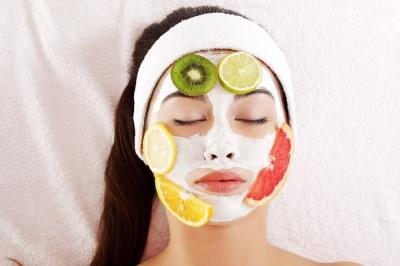 4 Masker Alami dari Buah untuk Wajah Lebih Cerah