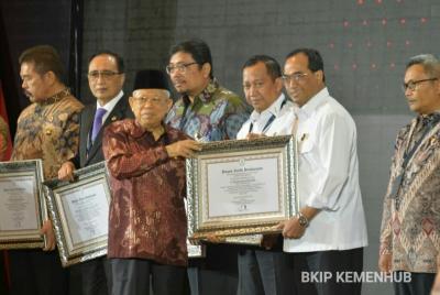Sukses Bangun Zona Integritas, Menhub Raih Penghargaan Pemimpin Perubahan